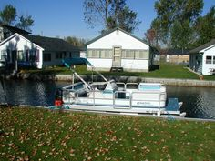 Award Winning Pontoon Boats by Harris. Harris Boats has been building pontoon boats for over 60 years. Luxury pontoon boats made for entertaining. Luxury Pontoon Boats, Fishing Pontoon Boats, Pontoon Boats For Sale, Houghton Lake, Cottage, Mansions, House Styles, Building