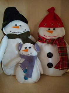 Bonecos de neve de feltro
