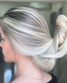 30 Marvelous Blonde Hair Colors & Hairstyles Trends in 2018. Visit here and see the grace and beauty of blonde hair colors to make you look more attractive than ever. Due the various kinds of shades, blonde is considered best hair color option among ladies in these days. Try the beautiful ideas of blonde hair colors worn by the top female celebs around the world nowadays.