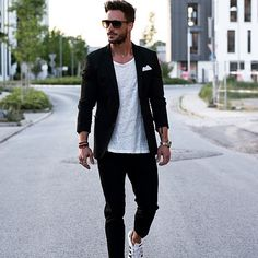 Casual hombre, blazer outfits men, black blazer outfit casual, al Blazer Outfits Men, Casual Outfits, Men Casual, Smart Casual, Black Blazer Outfit Casual, Casual Suit, Mens Fashion Blog, Popular Mens Fashion, Fashion Trends