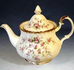 Royal Albert - Victoriana Teapot