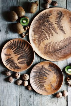 Slab Pottery, Ceramic Pottery, Pottery Art, Clay Projects, Clay Crafts, Wood Crafts, Ceramic Cafe, Ceramic Plates, Pottery Designs