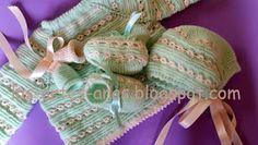 ARTES-ANAS: PUNTO CARACOL,CHAQUETA BEBÉ Baby Cardigan Knitting Pattern, Baby Knitting, Knitting Patterns, Crochet For Kids, Knit Crochet, Knit Baby Sweaters, Knitted Shawls, Burlap Wreath, Baby Dress