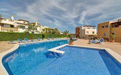 Adosado en Camp de Mar, Mallorca - Inmobiliaria Nova - Ref. 87594  Espacioso adosado en primera línea de golf en Camp de Mar, Mallorca. Este espacioso adosado disfruta de una posición en primera línea de Golf de Andratx en un complejo mediterráneo cerca de la playa de arena con sus restaurantes.  http://www.inmonova.com/es/property/id/683895-adosado-camp-de-mar-mallorca  http://www.inmonova.com/es/  #inmonova #adosado #mallorca #inmobiliaria #camp_de_mar