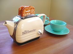 Retro Tea Toaster!!!!!!!!! This is awesome!!!   via http://pinterest.com/marineloiseau/ Vintage Toaster, Retro Toaster, Kitsch, Toasters, Kettles, Totally Awesome, Teacups, Chocolate Pots, Perth