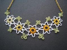 Collier frivolité Petites fleurs et trèfles : Collier par chez-misaki