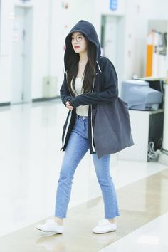 Irene eonni is so yeoppo Korean Airport Fashion, Korean Girl Fashion, Fashion Idol, Ulzzang Fashion, Kpop Fashion, Fashion Outfits, Style Fashion, Kpop Outfits, Korean Outfits