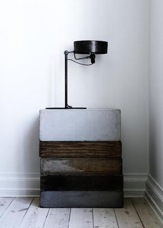 reclaimed wood, grey brown black on a pale woodfloor +white wall Chez...Yvonne Koné, simplicité en noir et blanc | www.decocrush.fr