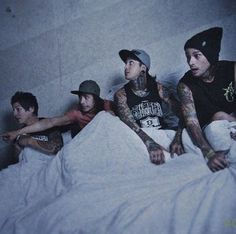 """Aww vic looks like """" Jaime there's a big scary monster"""" and Jaimes like """"where vic?? It's okk"""" and then mikes like """"holy shit he tells the truth"""" and then there's tony like """"aw that's a nice ceiling i like that ceiling"""" ahaa"""