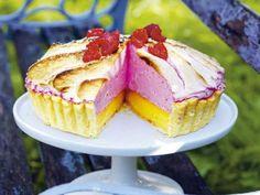 Citronpaj med hallon maräng Lemon pie with raspberry meringue Amazing colours