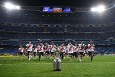 The River Plate team celebrate with the Copa Libertadores Trophy. Santiago Bernabeu, Victorious, Finals, Madrid, Two By Two, Plates, America, History, Celebrities