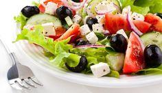 Creamy Garlic Dressing on Spinach Salad Nicoise Salad, Feta Salad, Spinach Salad, Caprese Salad, Greek Chicken Salad, Greek Salad, Real Food Recipes, Cooking Recipes, Healthy Recipes