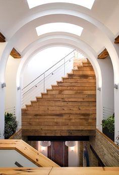 Flur Innenausbau Treppenhaus Bogen Decke-Holzverkleidungen