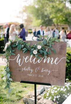 chic wedding welcome sign ideas with floral Wedding Reception Planning, Wedding Guest List, Tent Wedding, Wedding Signage, Chic Wedding, Perfect Wedding, Rustic Wedding, Wedding Ceremony, Wedding Ideas
