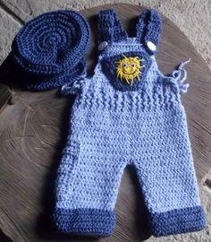 conjunto confeccionado em crochê.  detalhes - botões, olhos moveis.  cor- azul  tamanhos - RN/ 1 a 3 / 3 a 6 meses R$ 89,90