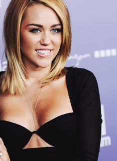 MY FAVORITE MILEY HAIR. Miley Cyrus Mid-length Straight Hairstyle