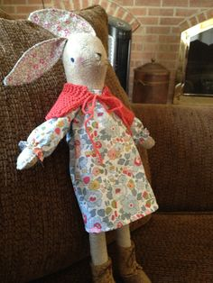 Miss Maggie Rabbit Dyi Crafts, Baby Crafts, Arts And Crafts, Handmade Baby, Handmade Toys, Softies, Plushies, Pretty And Cute, Felt Animals