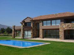 Esta vivenda luxuosa e espaçosa está localizado no privado, fechado, a comunidade de Las Brisas de Chicureo. Possui 5 quartos e 4 banheiros ... - Nº 648420