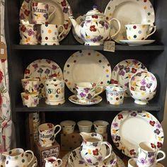 Cute Kitchen, Kitchen Art, Kitchen Dresser, Emma Bridgewater Pottery, Pip Studio, Handmade Kitchens, Stoke On Trent, Shabby Chic Style, Vintage China