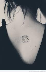 Resultado de imagen para tatuajes para mujeres pequeños en la nuca