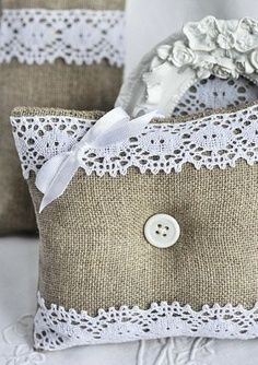 Burlap and lace pillows.I have so much burlap left over from my wedding. Burlap Projects, Burlap Crafts, Fabric Crafts, Sewing Crafts, Craft Projects, Diy Sewing Projects, Sewing Pillows, Diy Pillows, Decorative Pillows