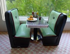 Dollhouse Miniature Diner Booth & Table