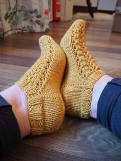 Fun Projects, Handicraft, Socks, Knitting, Crochet, Crafts, Outfits, Sneaker, Inspire