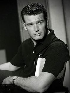 James Garner, One Of Hollywood's Most Handsome Leading Men, Dies At 86 Golden Age Of Hollywood, Vintage Hollywood, Hollywood Stars, Classic Hollywood, Hollywood Men, Hollywood Icons, Hollywood Glamour, Hollywood Celebrities, Sean Penn