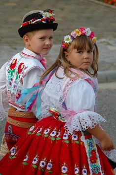 Beautiful children dressed in czech folk costumes ~lbk~ Kids Around The World, People Of The World, Modest Fashion, Love Fashion, Folk Costume, World Of Color, Little People, Beautiful Children, Beautiful Patterns