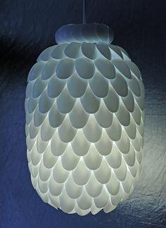 Plastic Spoon Lamp http://www.handimania.com/diy/plastic-spoon-lamp.html