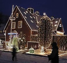 Как украсить дом и участок к Новому году?