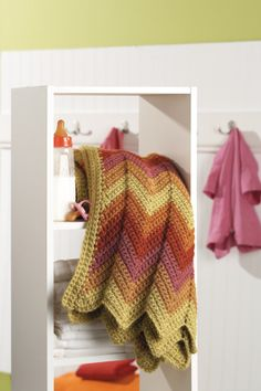 Ravelry: Shaded Blanket pattern by Vanna White -free pattern Love the colors Crochet Ripple, Love Crochet, Beautiful Crochet, Crochet Afghans, Crochet Blankets, Irish Crochet, Chevron Crochet, Baby Afghans, Cozy Blankets
