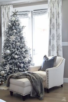 ZDesign At Home: Decked & Styled Holiday Tour – A Christmas Bedroom