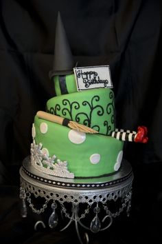 wizard of oz witch cake Fancy Cakes, Cute Cakes, Pretty Cakes, Beautiful Cakes, Amazing Cakes, Cake Cookies, Cupcake Cakes, Witch Cake, Comedia Musical