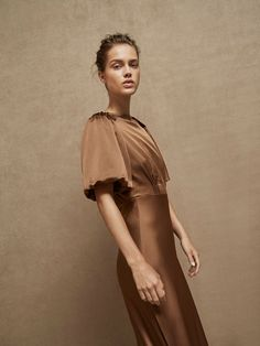 Spring Summer 2017 null´s at Massimo Dutti for 390 - Effortless elegance! Wedding With Kids, Old Hollywood Glamour, Cool Suits, Formal Dresses, Wedding Dresses, Silk Dress, High Neck Dress, Dress Long, Bridesmaid
