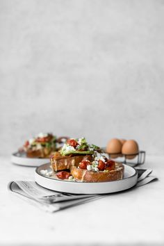 The perfect breakfast for dinner, our Savoury French Toast topped with Bacon, Tomato, Avocado and a drizzle of fiesta sauce is sure to wake up your taste buds with the perfect combinations of spicy, savoury and salty. Get the recipe at Breakfast On The Go, Sweet Breakfast, Perfect Breakfast, Breakfast Photography, Food Photography, Tostadas, Savoury French Toast, French Toast Ingredients, Real Food Recipes