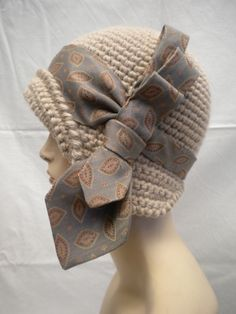 """The Artist"" di Capplé www.capple.it/mb Sombrero A Crochet, Crochet Beanie, Knitted Hats, Knit Crochet, Freeform Crochet, Crochet Stitches, Crochet Patterns, Crochet Woman, Cloche Hat"