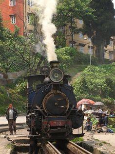 Darjeeling, India Darjeeling, Modern India, Amazing India, Train Art, Visit India, West Bengal, Largest Countries, Beautiful Morning, India Travel