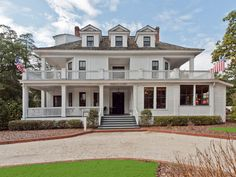 Front view of #MagnoliaInn in #Pinehurst, NC. Please visit us during your next stay in Pinehurst. The charming Magnolia Inn is located in the heart of historic Pinehurst, North Carolina. The Hotel, Restaurant and Bar were built in 1896.