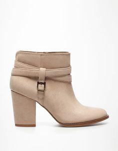 Bershka España - Botín BSK básico i have these boots and LOVE them