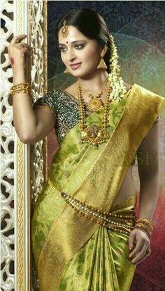 Latest Collection of best Indian Jewellery Designs. Beautiful Girl Indian, Most Beautiful Indian Actress, Beautiful Saree, Indian Silk Sarees, Indian Beauty Saree, Saris, Wedding Saree Collection, Saree Photoshoot, Indian Bridal Fashion
