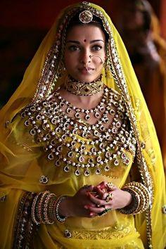 Aishwarya Rai wears elaborate jewellery in the Bollywood movie Jodha Akbar. She plays a Rajput princess in the period movie. Designed by Indian jewellery brand, Tanishq. Mangalore, Jodhaa Akbar, Aishwarya Rai Bachchan, Deepika Padukone, Online Shops, Saris, Mellow Yellow, Indian Bridal, Indian Wear