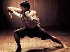 Muay thai with Tony Jaa Muay Boran, Muay Thai, Art Of Fighting, Fighting Poses, Kick Boxing, Karate, Boxe Mma, Tony Jaa, Ju Jitsu
