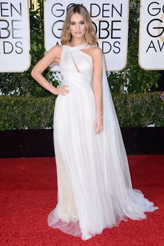Lily James en Marchesa aux Golden Globes 2016