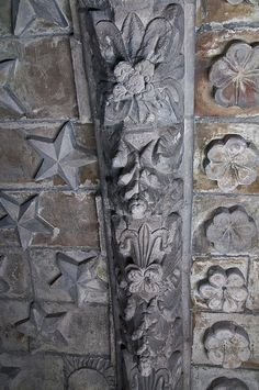 Details. Rosslyn Chapel, Roslin, Midlothian, Scotland. The ceiling is divided into five compartments depicting daisies, lilies, roses, simple flowers, stars  many carvings of plants (lilies and roses are associated with the Virgin Mary).