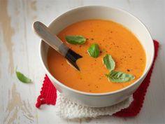 Leivällä suurustettu tomaattikeitto Thai Red Curry, Soup Recipes, Baking, Ethnic Recipes, Food, Soups, Bakken, Essen, Soup