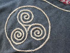 This is a close up of my new embroidery. The embroidery is made with hand dyed waxed linen yarn. The pattern I used is frequently used on gotlandic pict. Viking Embroidery Close Up Medieval Embroidery, Crewel Embroidery, Vintage Embroidery, Embroidery Patterns, Machine Embroidery, Embroidery Thread, Viking Garb, Viking Dress, Viking Costume