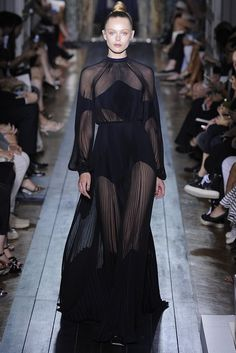 Valentino Fall Couture 2012 - Runway, Fashion Week, Reviews and Slideshows - WWD.com