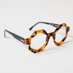 These Tortoise shell specks are beyond perfect for an eccentric soul.    Lunettes Vintage Metropolis Originales Turtoise Octogonales - Verres transparents