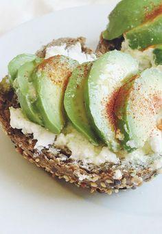 Hmm, Avocado mit Frischkäse! http://www.gofeminin.de/abnehmen/snacks-vor-dem-sport-s1839812.html